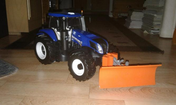 Kauko-ohjattava New-Holland traktori auralla, Maisto-Tech