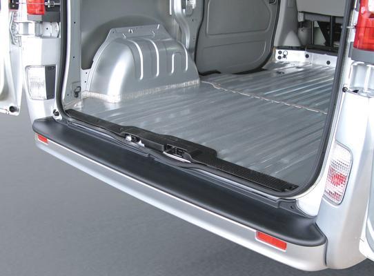Takapuskurin suoja Nissan Primastar (2006->)