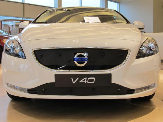Maskisuoja Volvo V40, täysin avoin jäähdyttimen säleikkö (2013-2016), Tammer-Suoja - Maskisuoja Volvo V40, täysin avoin jäähdyttimen säleikkö