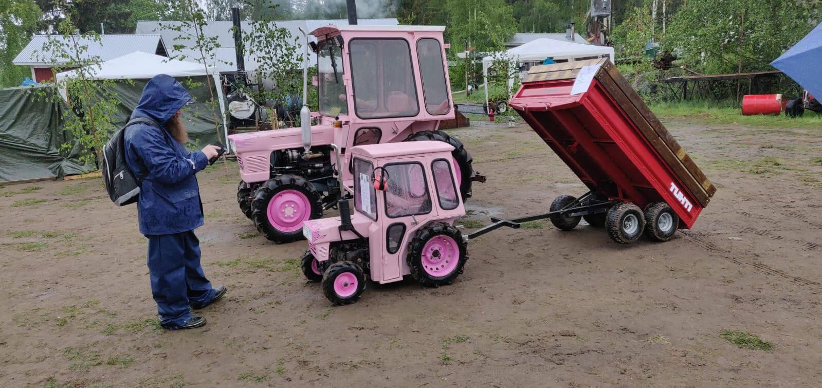 Pienois Kubota traktori